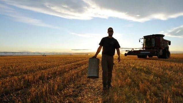 غضب المزارعون الكنديون من الزيادات في ضريبة الكربون التى فرضها ترودو