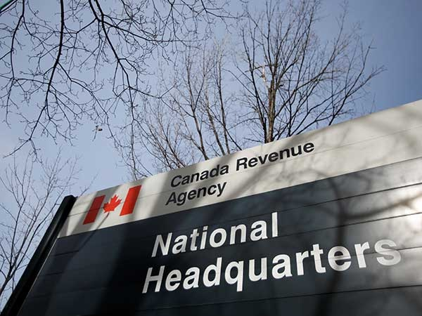 قلق الكنديون بسبب طلب سداد مساعدات CERB