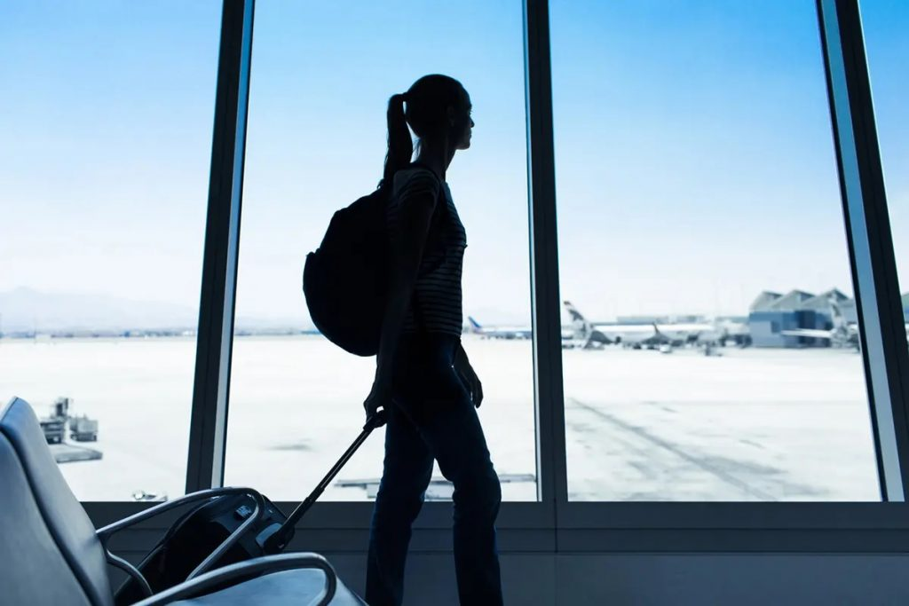 كندا تمدد قيود السفر إلى العام الجديد