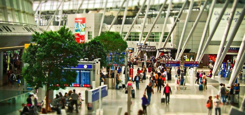 هل يمكن للمسافرين مغادرة كندا قبل فترة الحجر الصحي التي تبلغ 14 يوم ؟