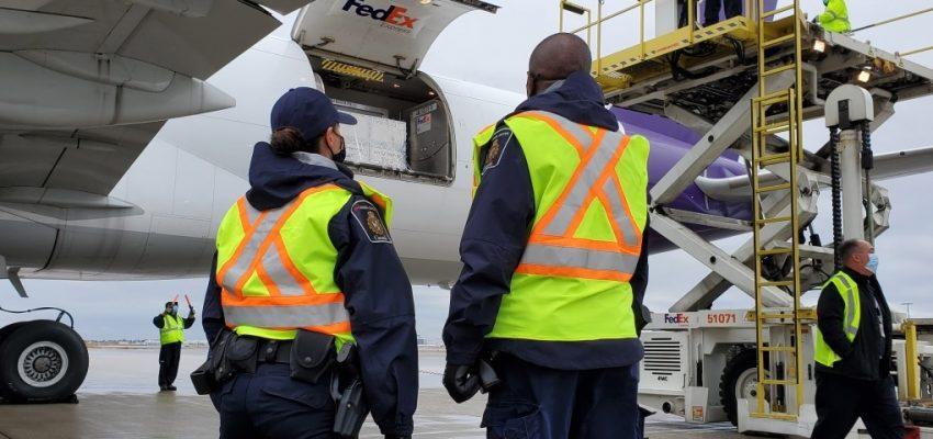 وصول أول جرعات لقاح موديرنا إلى كندا