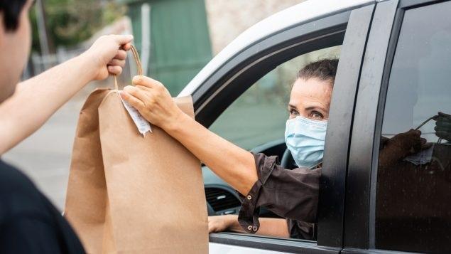 يحث الأطباء الناس على البقاء بأمان وسط ارتفاع معدلات الإصابة بفيروس كوفيد-19
