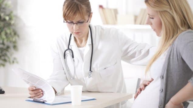 الأطباء فى كندا   يجب أن تحصل النساء الحوامل المعرضات للخطر على اللقاح