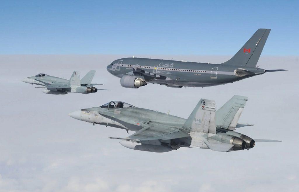 تتدرب الطائرات المقاتلة الكندية على إعادة التزود بالوقود جوا