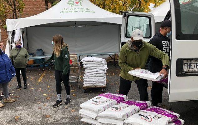 تقدم الجمعيات الخيرية فى كندا الغذاء للحيوانات المتأثرة بالوباء