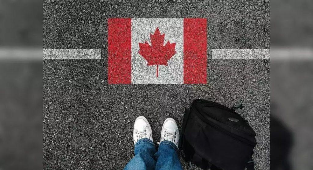 كيف يمكن لأفراد عائلة العمال الأجانب المؤقتين القدوم إلى كندا وسط قيود السفر