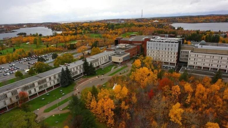 جامعة كندية تقدم طلب لحماية الدائنين لمواجهة الديون
