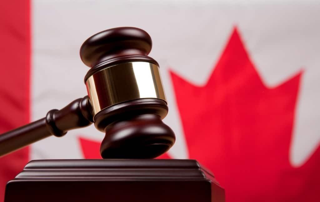 لماذا تستعين و توظف محامي الهجرة الكندية