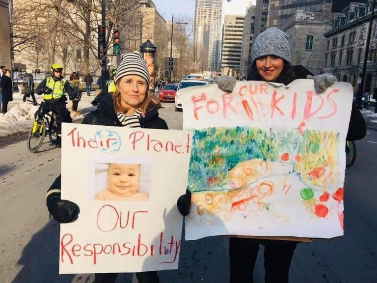 متظاهرون يحتجون على تمويل البنوك للوقود الأحفورى