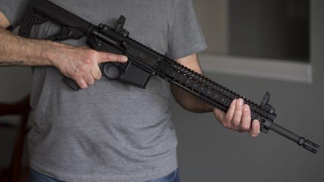 نشطاء مراقبة الأسلحة يتفاعلون مع خطة ترودو لإعادة شراء الأسلحة