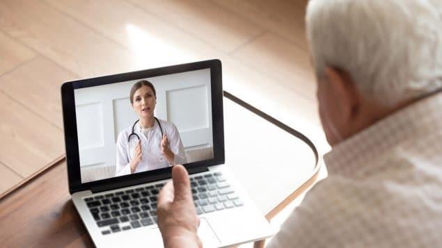 يحث الأطباء على التنفيذ الدائم للرعاية الافتراضية