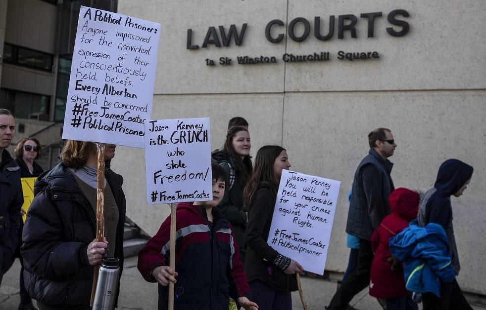 القاضى يحكم أن قس ألبرتا سيبقى فى السجن حتى محاكمته فى مايو