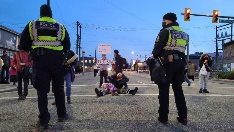 انتهاء احتجاج السكان الأصليين ضد خط الأنابيب بسلام فى فانكوفر