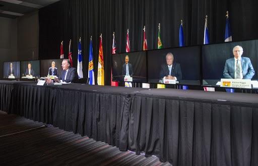 يدعو رؤساء الوزراء فى جميع أنحاء كندا الحكومة الفيدرالية إلى زيادة التمويل الصحى