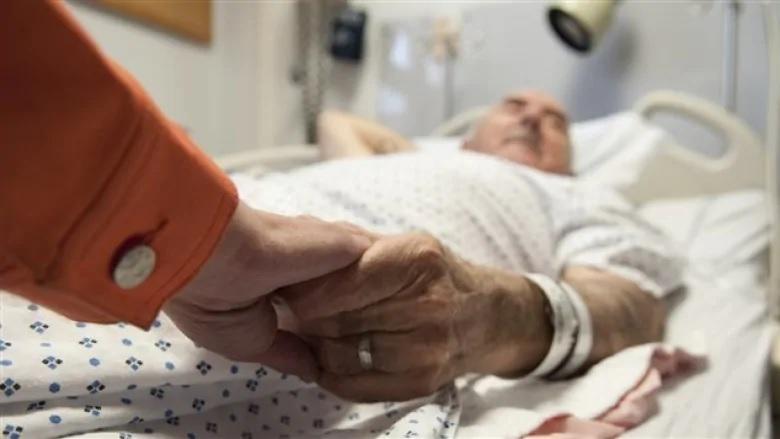 يمنح القانون الجديد المزيد من الكنديين الوصول إلى المساعدة الطبية عند الاحتضار