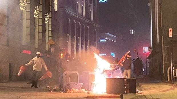 تحول مظاهرة فى مونتريال مناهضة لحظر التجول إلى أعمال عنف | بالصور