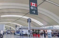 فرضت كندا قيود سفر أكثر صرامة وسط ارتفاع و تحورات كوفيد-19