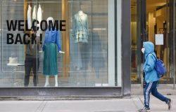 يواصل الاقتصاد الكندى عودته حيث يعود عشرات الآلاف إلى العمل