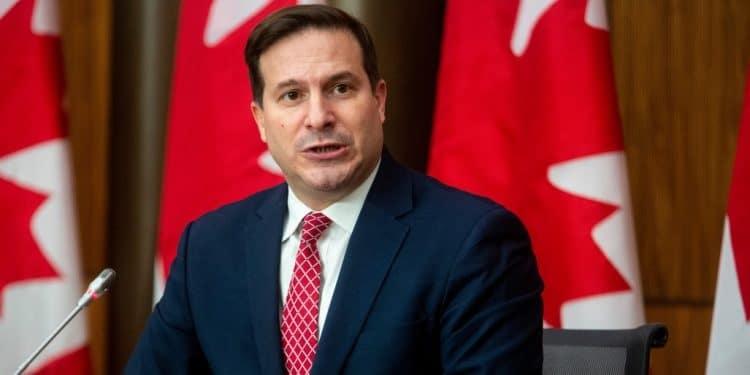 أشار وزير الهجرة إن كندا قد ترفع سقف برامج الهجرة المؤقتة