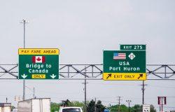 كندا تخطط لإعادة فتح الحدود مع الولايات المتحدة