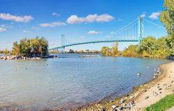 رؤساء بلديات أونتاريو يتحدثون عن إعادة فتح الحدود بين كندا والولايات المتحدة مع وزير السلامة العامة