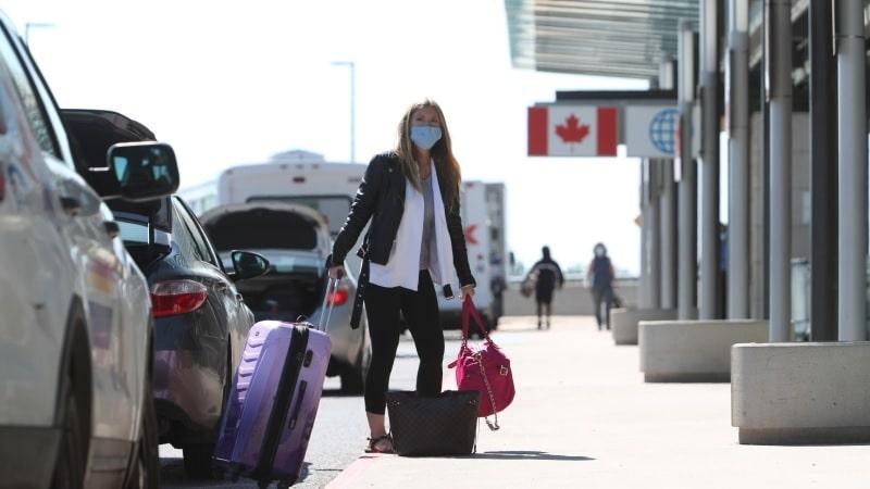 لماذا اتخذت كندا القرار المفاجئ بتمديد قيود السفر مرة أخرى