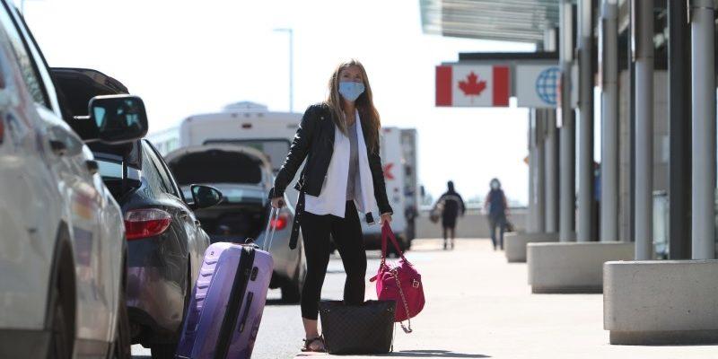 يمكن إطلاق سراح المسافرين إلى كندا الملقحين بالكامل مبكرا من الحجر الصحى