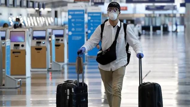 السياح غير المحصنين لا يمكنهم السفر إلى كندا لفترة طويلة