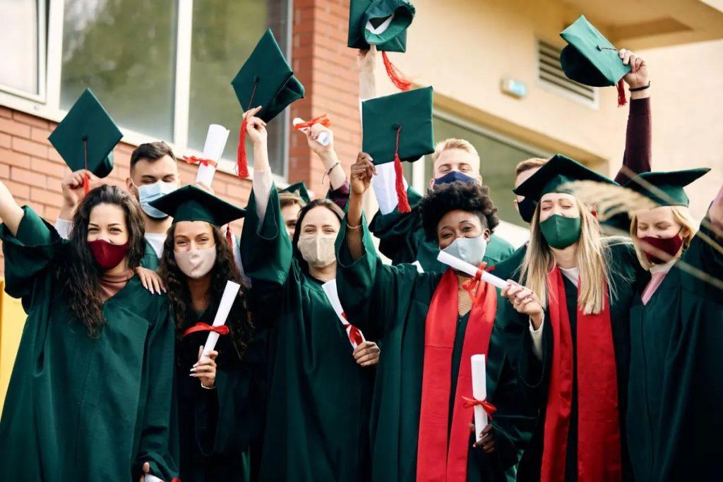 تقدم كندا تصريح عمل مفتوح جديد للعمال الأساسيين وخريجى الطلاب الدوليين