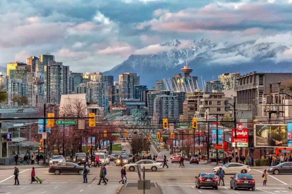 ما يحتاج المسافرون الملقحون معرفته قبل دخول كندا
