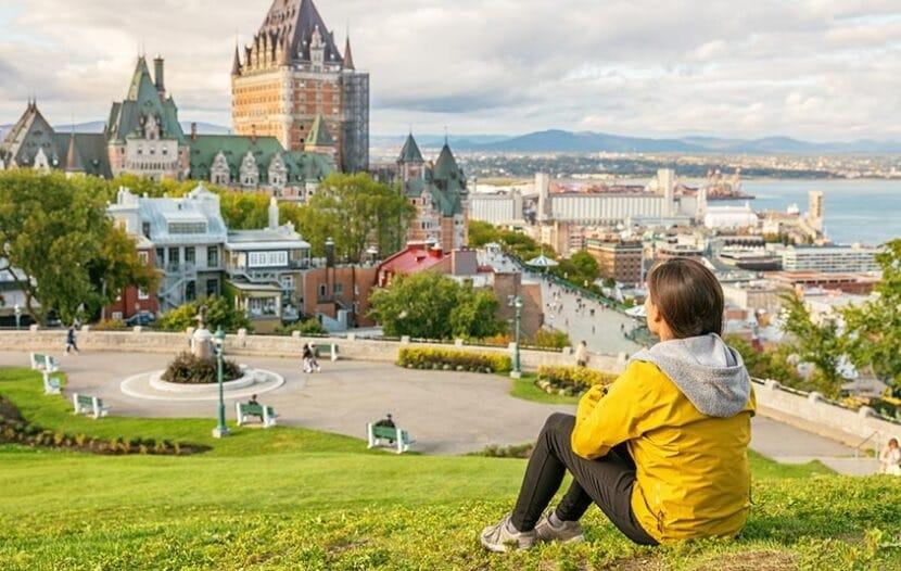 الأسئلة الشائعة حول السفر إلى كندا كسائح 2022